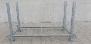 Stapelpallet met vaste staanders